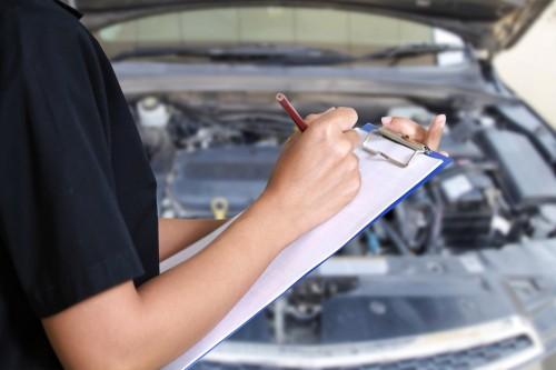 Autoteile regelmäßig checken