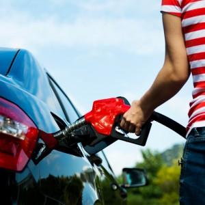 Unter der Motorhaube riecht nach dem Benzin