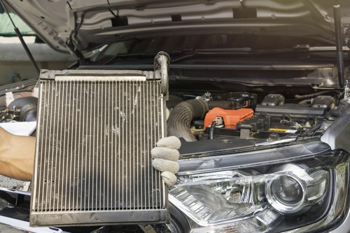Der Wasserkühler im PKW – Reparaturmöglichkeiten und die richtige Pflege für ein langes Leben