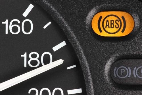 Wenn die ABS-Warnleuchte aufblinkt…