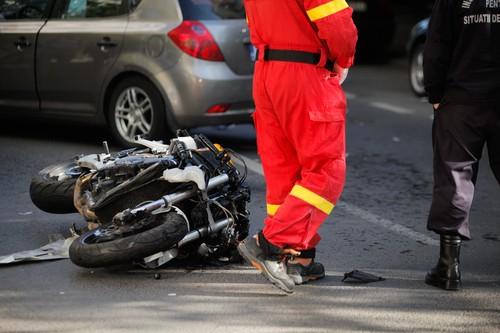 Erste Hilfe bei einem Motorradunfall leisten