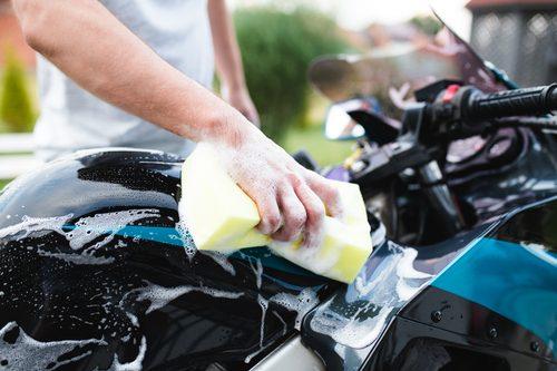 Motorradpflege – welche Pflegemittel sollten zur Grundausstattung gehören?