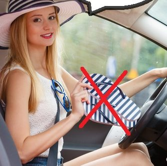 Flipflops, Barfuß und Bikini – was ist beim Autofahren erlaubt?