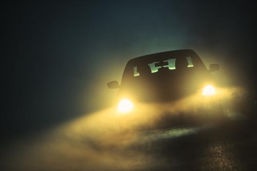 Auto im Dunkeln Xenon vs Led