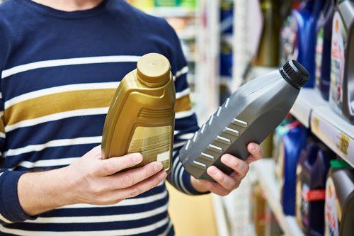 Flüssigkeiten und Öle im Fahrzeug auswechseln: Tipps & Tricks für's Frühjahr